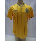 Camisa De Futebol Seleção Da Suécia Modelo Euro 2012 Umbro d1874af37459d
