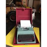 Máquina De Escrever Olivetti Com Case Studio 44